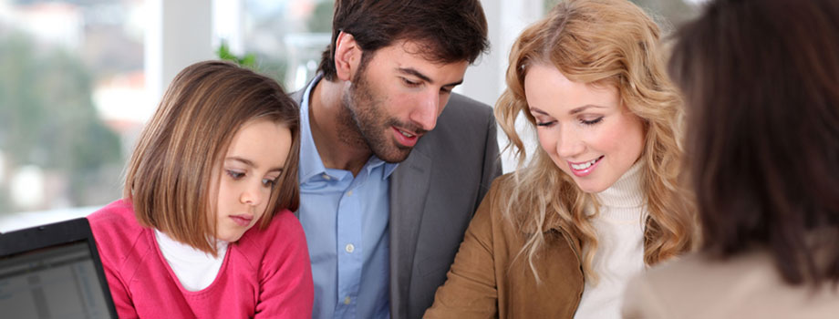 parents-and-child-in-mediation-session